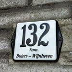 Combi-emaille-huisnummer-naambord-oor-10x10-wit